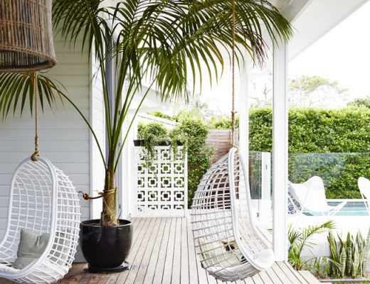 Exotische luxe tuin met moderne veranda