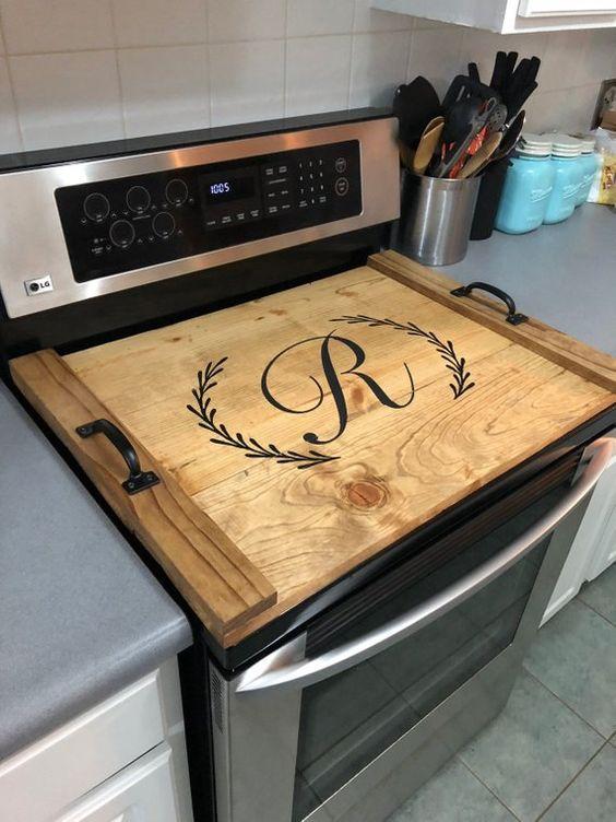 Extra werkruimte blad op fornuis in kleine keuken