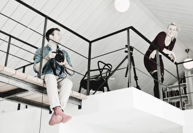 Finse interieurstylist heeft haar thuiswerkplek op de vide ingericht