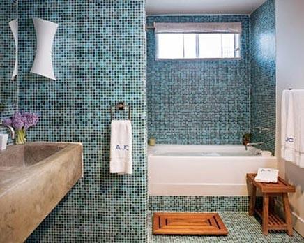 Frisse rustgevende mozaïek badkamer