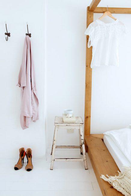 Witte frisse slaapkamer