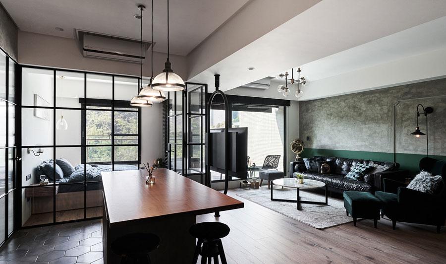 Geverfde groene lambrisering in woonkamer