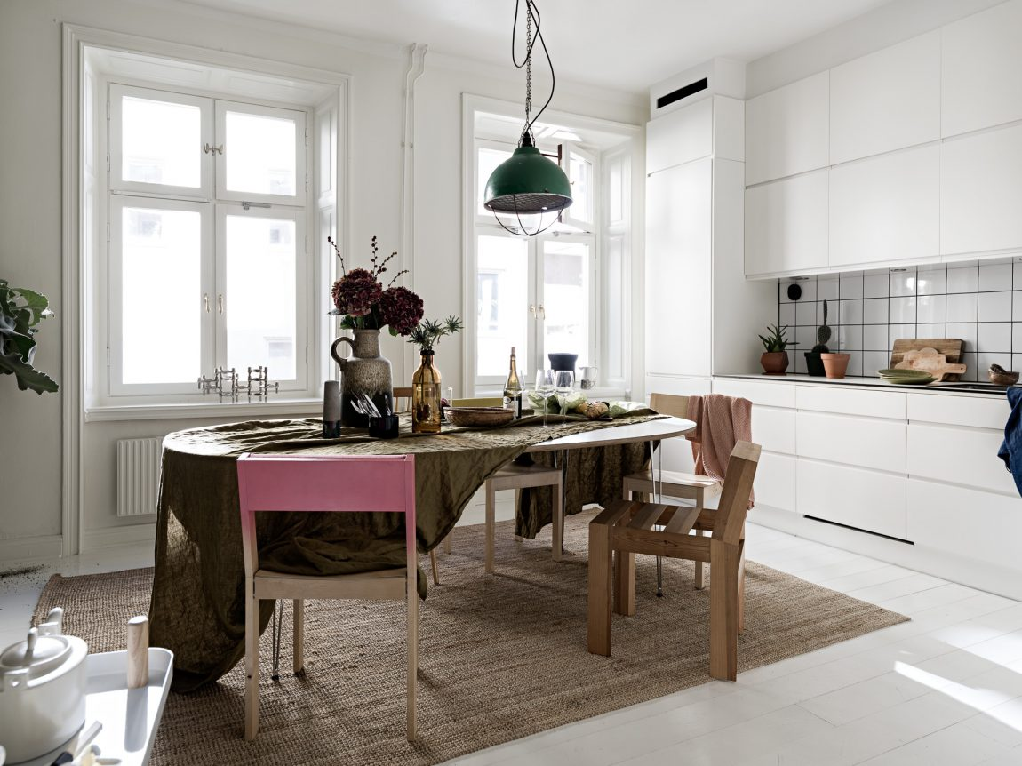 gezellige-leefkeuken-moderne-witte-keuken