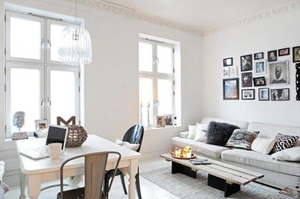 Gezellige witte woonkamer uit zweden inrichting for Gezellige woonkamer