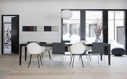 Gezellige woonkamer van ontwerpster Ulla Koskinen