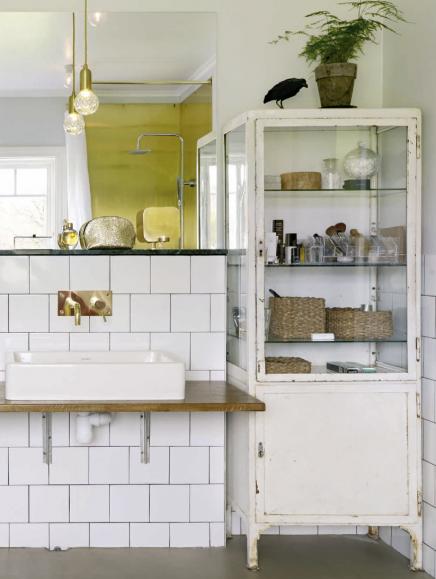 Gietvloer en half gestucte wanden in de badkamer  Inrichting-huis.com