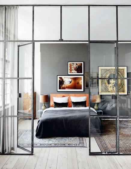 Glazen muur met industrieel kozijn in woonkamer : Inrichting-huis.com