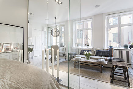 Glazen muur in woonkamer