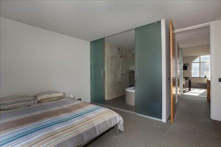 Glazen schuifdeur badkamer