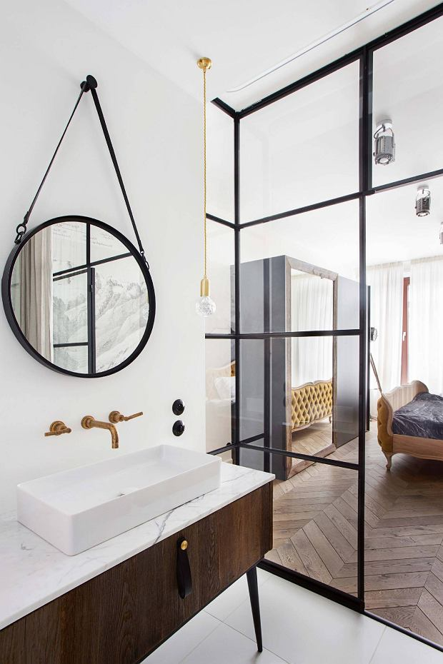 glazen wand stalen kozijnen slaapkamer badkamer