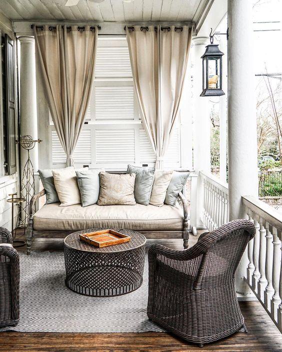 Gordijnen ophangen op het balkon | Inrichting-huis.com