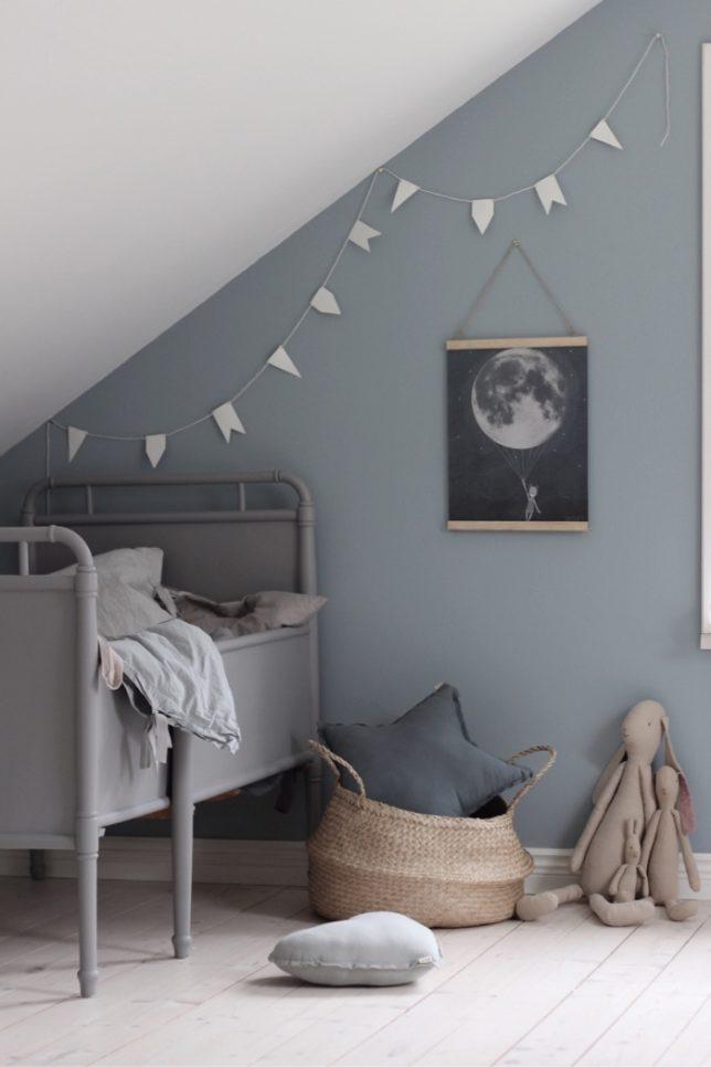 Grijs blauwe muur kinderkamer