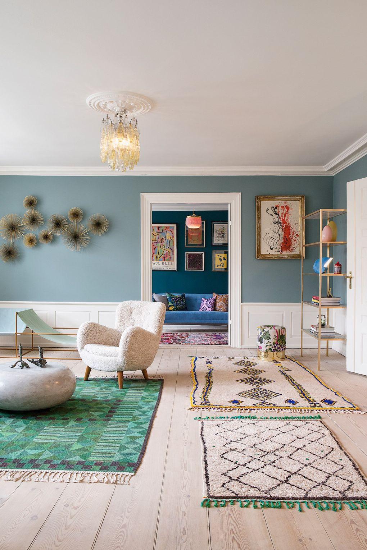 Grijs blauwe muur woonkamer