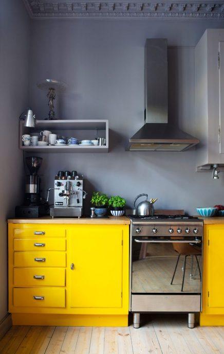 Grijze muur inrichting - Keuken rode en grijze muur ...