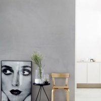 Grijze muur en witte vloer