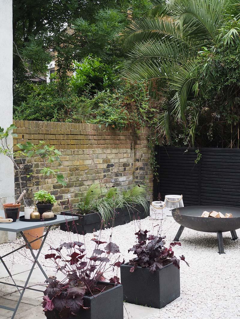 Grind tuin zwarte plantenbakken