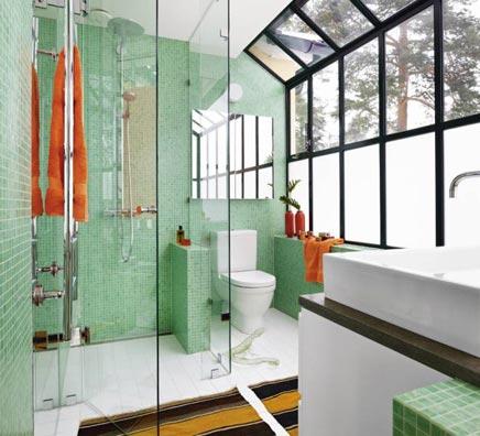 Grüne Badezimmer mit Wintergarten