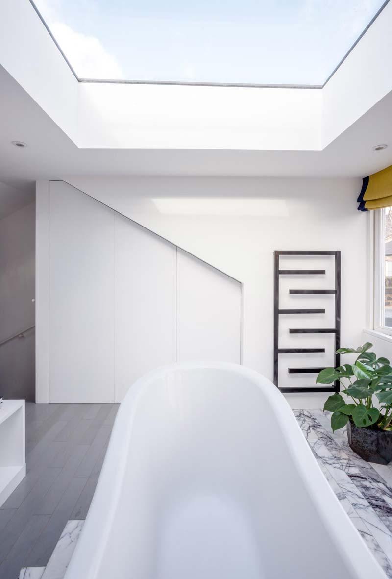 groot dakraam badkamer vrijstaand bad
