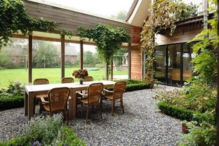 Grote binnentuin van woonboerderij inrichting - Ideeen buitentuin ...