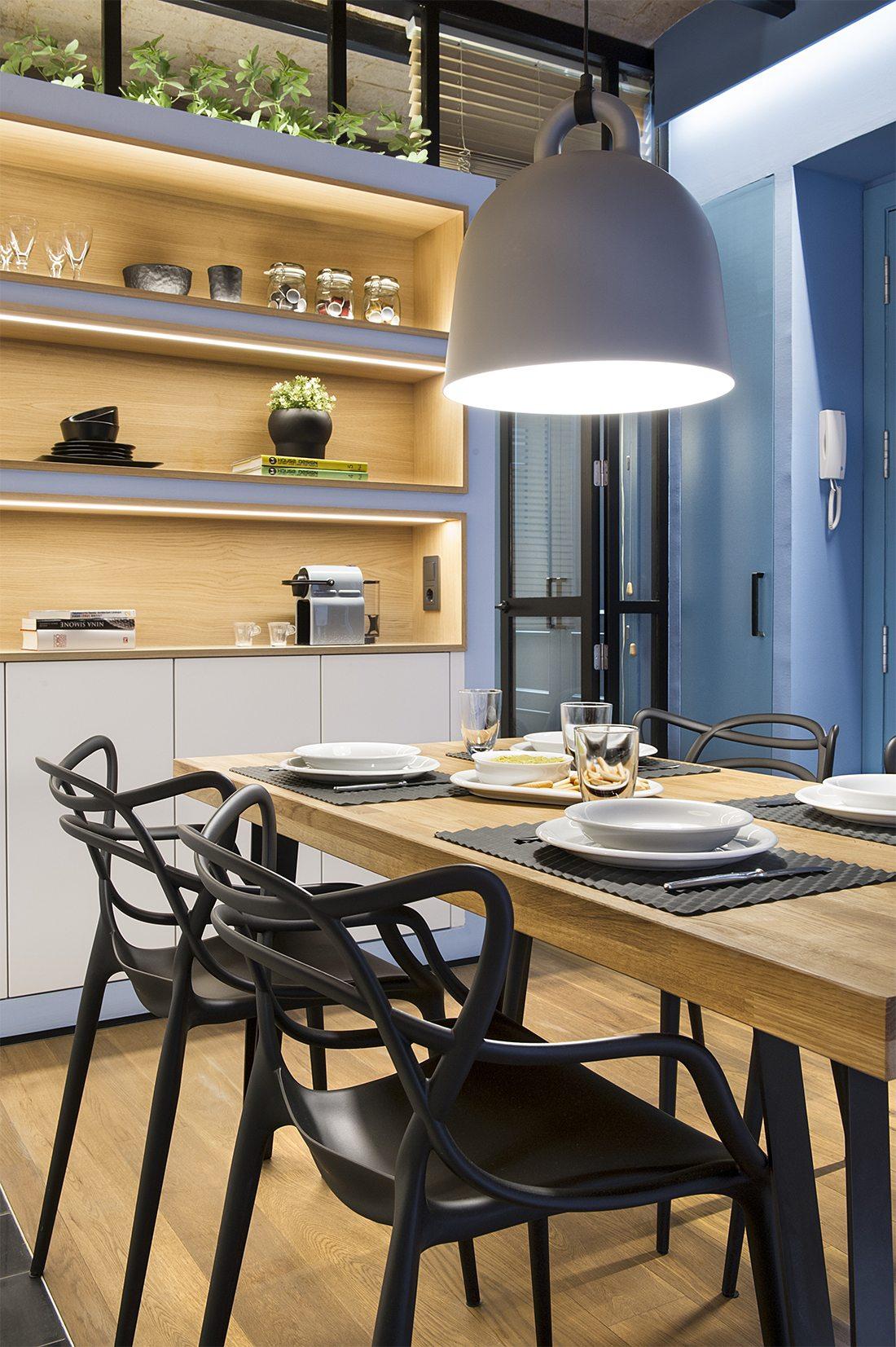 Mooi appartement met een strand thema inrichting for Grote hanglamp eettafel