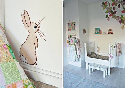 Große Kinderzimmer mit lustigen Dekorationen