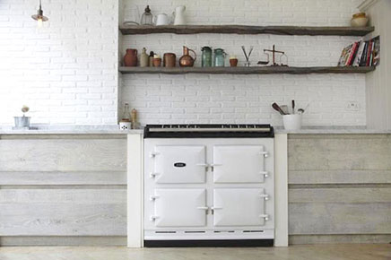 Grote lichte keuken in Victoriaanse woning in Londen