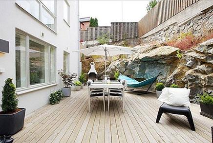 Grote tuin van kleine woning