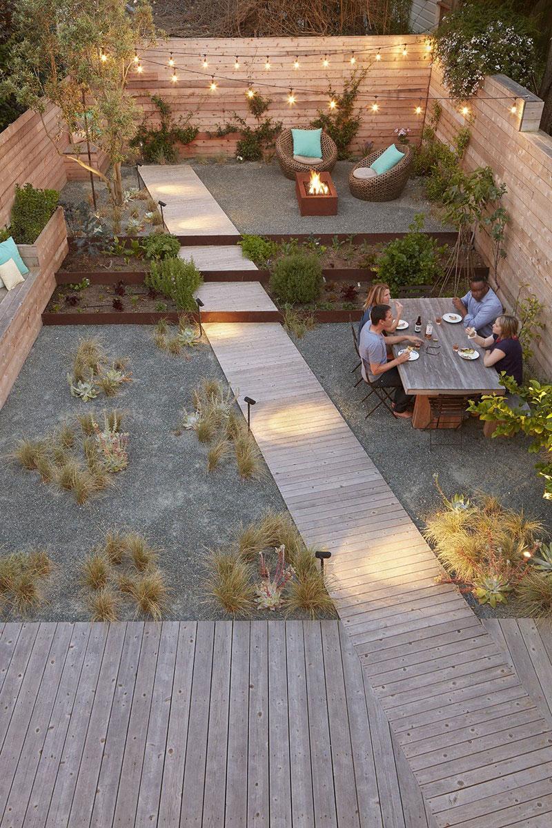 Grote tuin met niveauverschillen