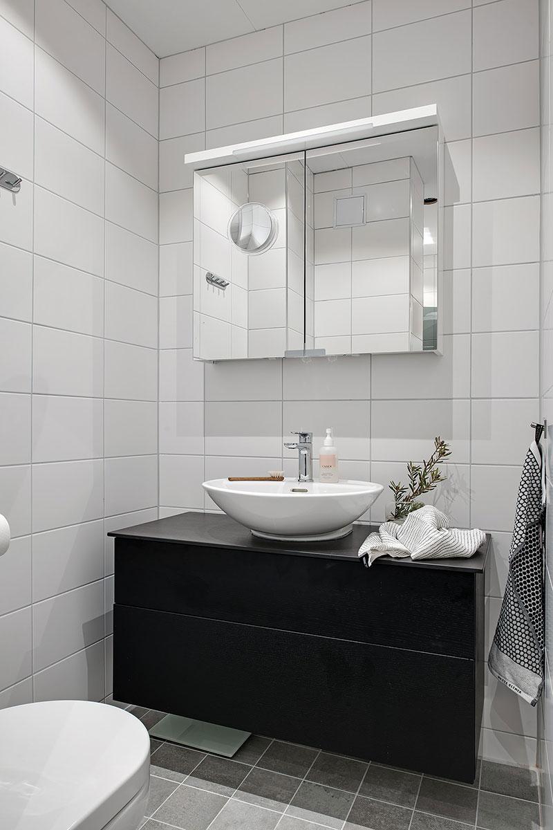 grote zwarte badkamermeubel