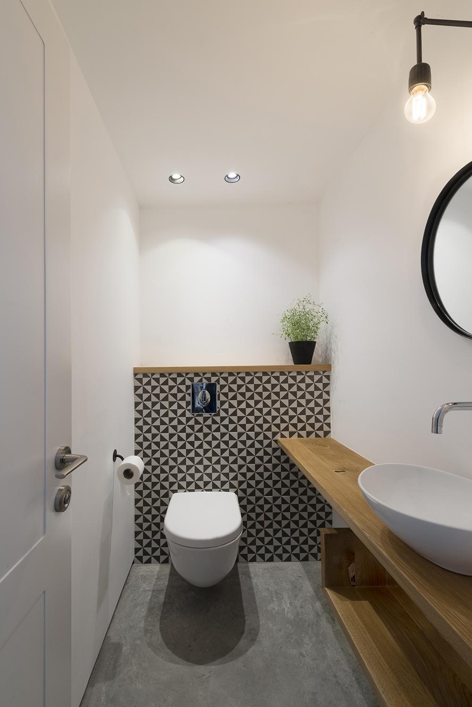 hangend toilet patroontegels