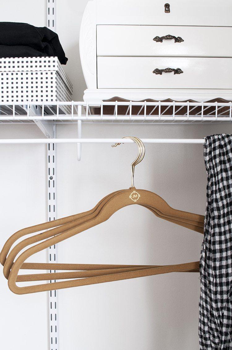 hangers inloopkast