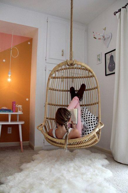 Hangstoel in leeshoek