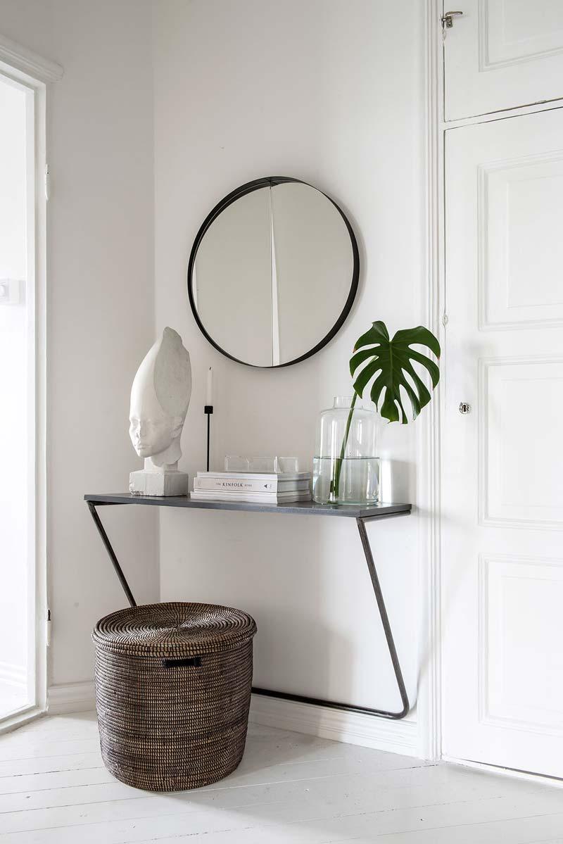 Ronde spiegel in hal