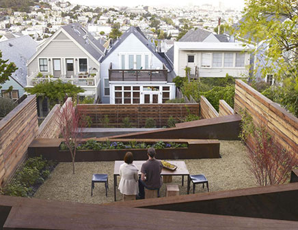 Heuvelachtig tuin ontwerp