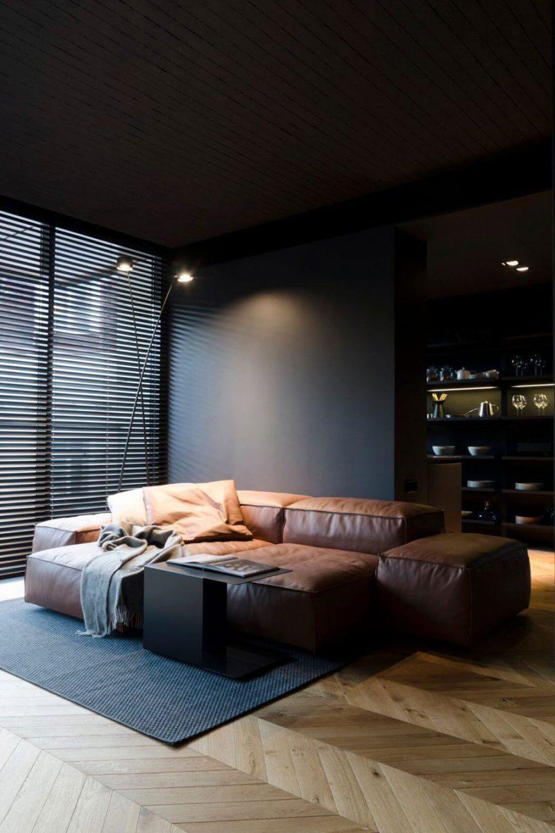 In deze mooie woonkamer heeft de houten Hongaarse punt vloer een luxe afwerking gekregen.
