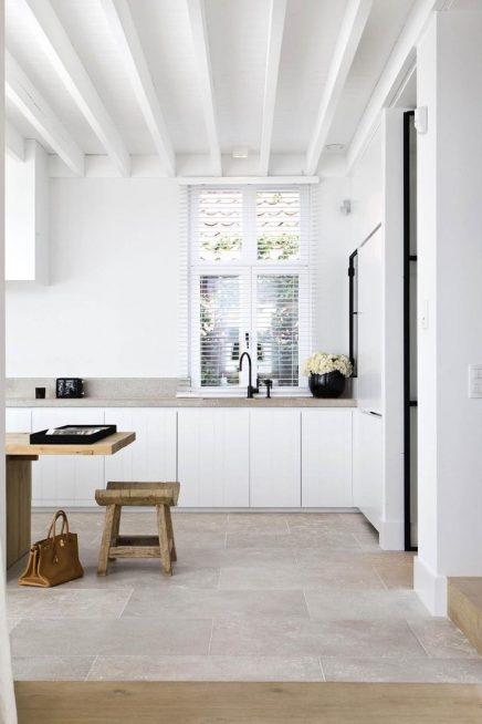 Witte houten balken inrichting - Houten balkenplafond ...