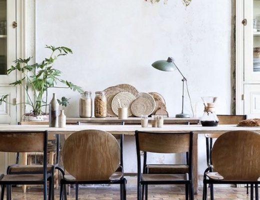 houten-eetkamerstoelen-warm-interieur