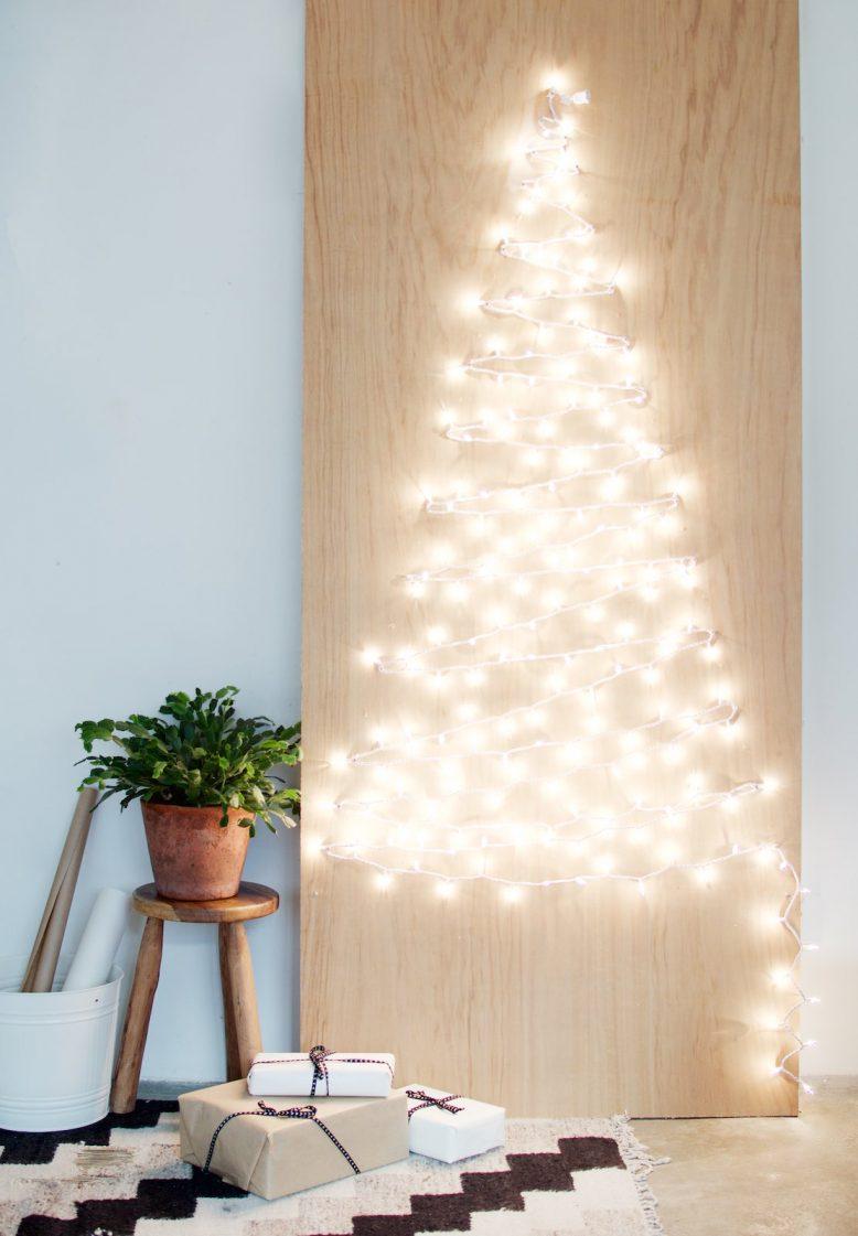 Houten kerstboom maken snoerverlichting