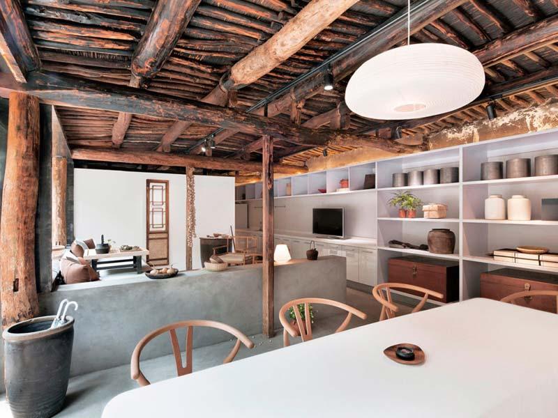 houten plafond structuur woonkamer