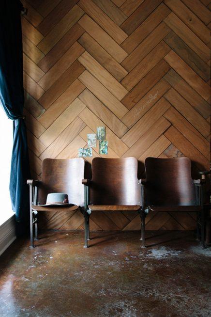 houten visgraat muur