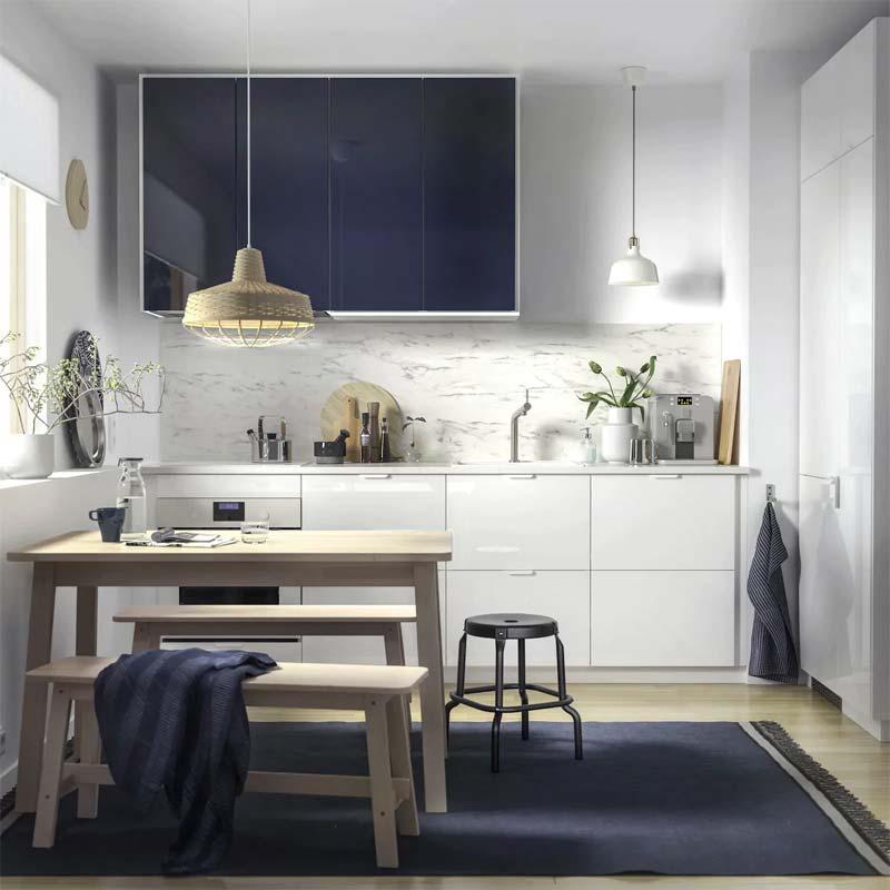 Strakke witte IKEA keuken