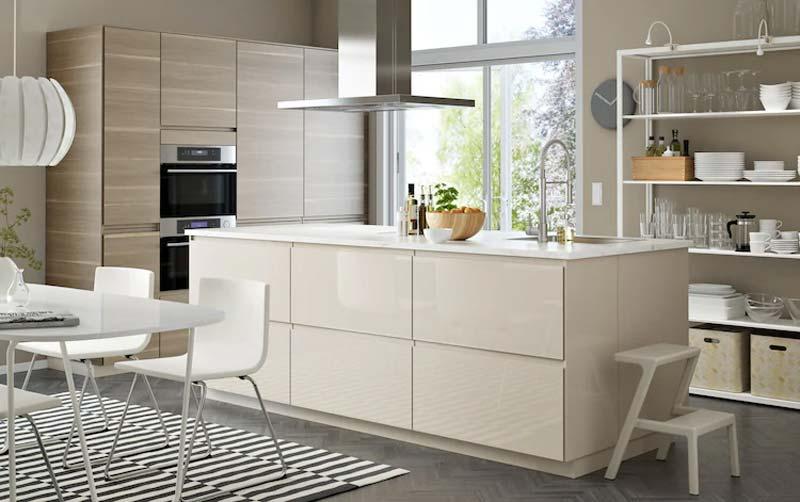 Hoogglans taupe keuken IKEA