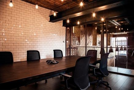 Industriële kantoorinrichting van communicatiebureau Ubiquitous