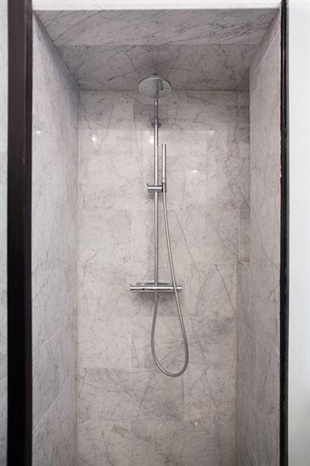 Industri le klassieke chique badkamer inrichting - Marmeren douche ...
