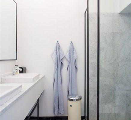 Industriële klassieke chique badkamer