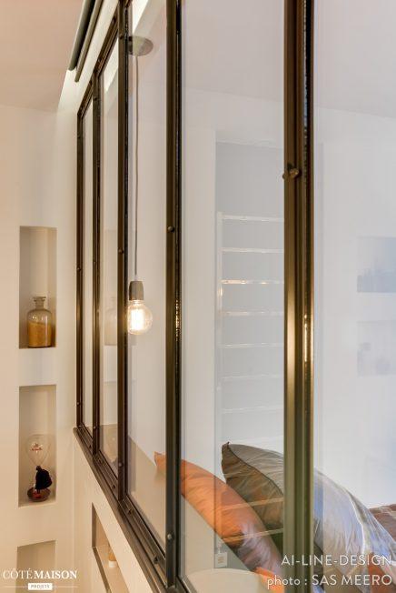 Industriële scheidingswand tussen slaapkamer en badkamer ...
