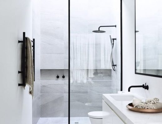 Inloopdouche met op maat gemaakte glazen douchewand