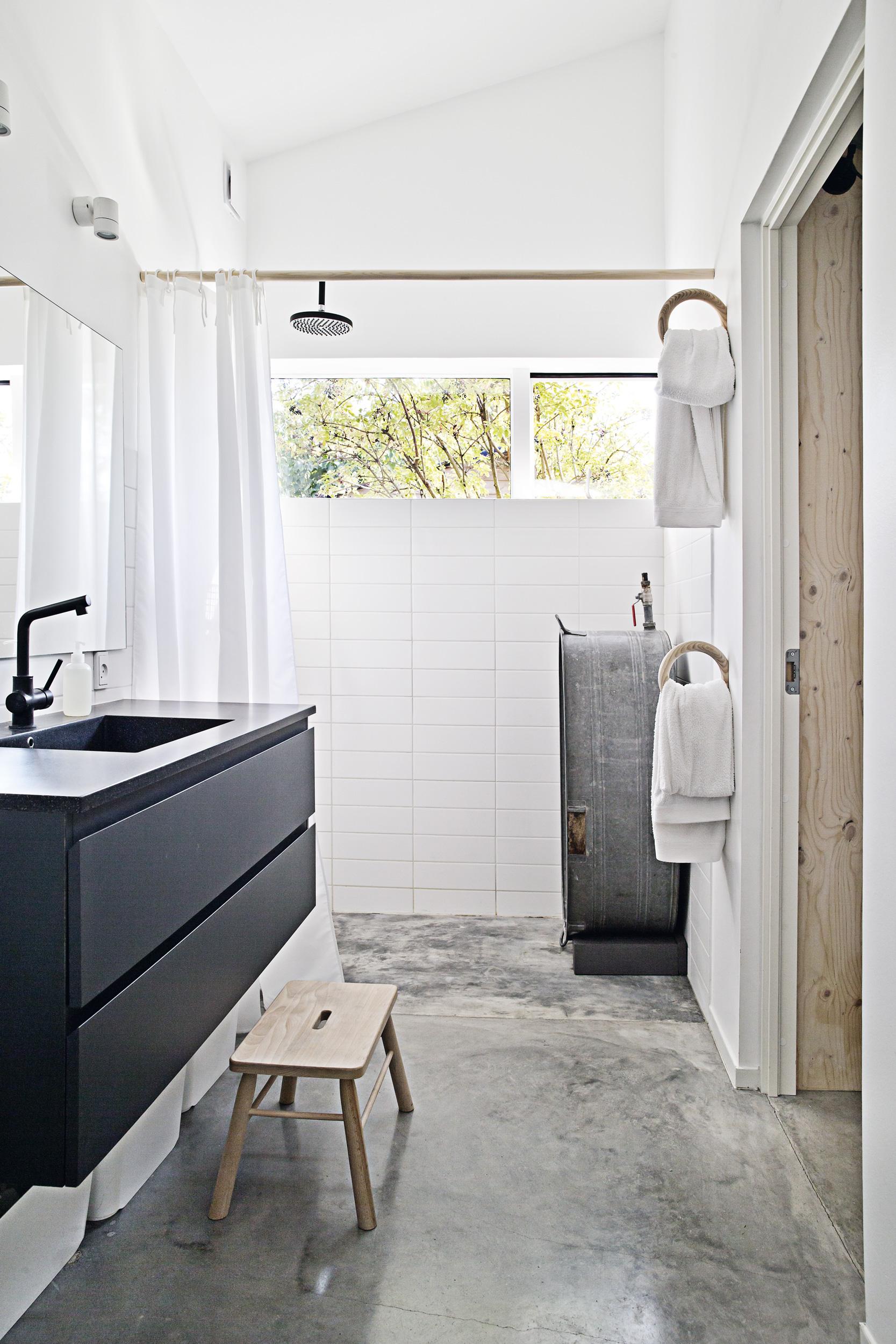 inloopkast als doorgang naar de badkamer inrichting huis