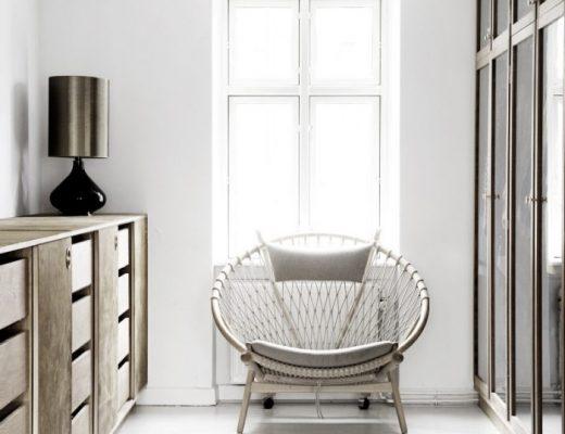 De inloopkast van een ambachtelijke meubelmaker uit Noorwegen