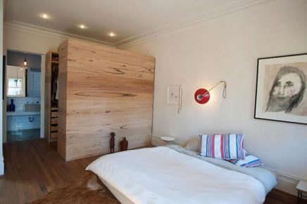 Inloopkast in grote slaapkamer uit Australië